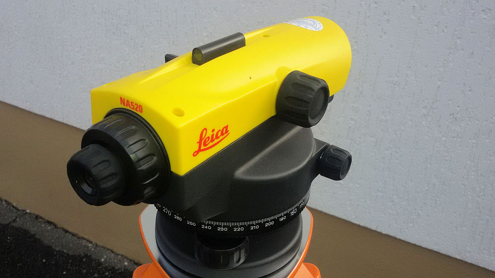LeicaNA520